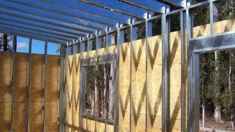 Un comerciante quiere que el Municipio dicte cursos para construir casas con perfiles y placas.