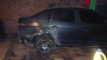 El auto fue incendiado el lunes por la madrugada en las 130 Viviendas.