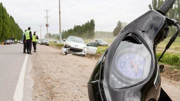 El violento impacto quedó reflejado en la parte delantera del Peugeot.