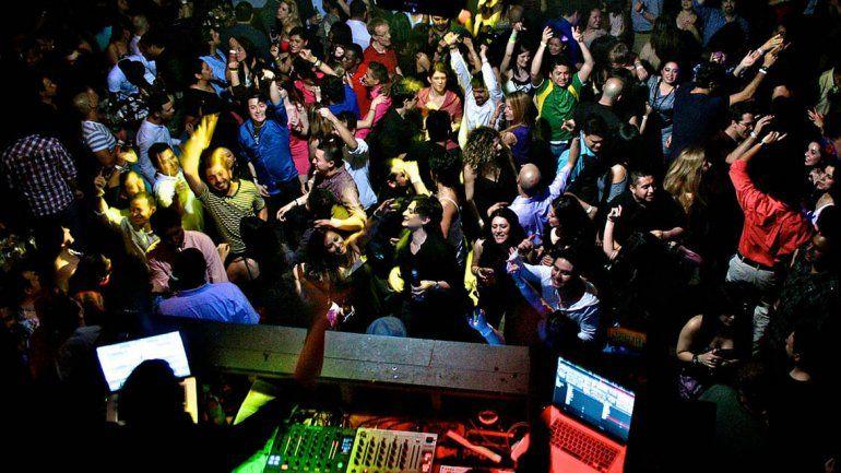 Varias ciudades neuquinas acordaron impedir el ingreso de público y cortar la venta de alcohol desde las 5