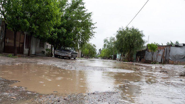 Las calles se llenaron de agua y algunas se volvieron intransitables