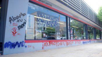 Las pintadas feministas en el centro de la ciudad causaron polémica.