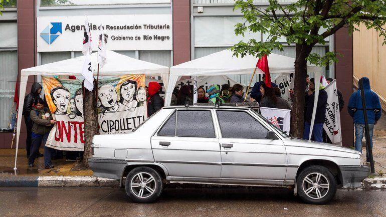 En el segundo día de paro, los maestros protestan en Rentas