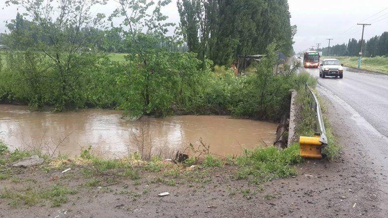 Las lluvias llenaron de turbiedad y barro los cursos de agua.