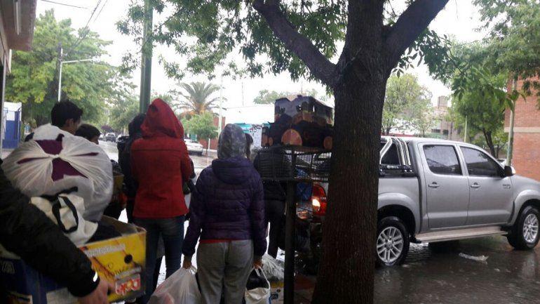 Muchos vecinos acercaron donaciones al Rotary Club de Cipolletti.