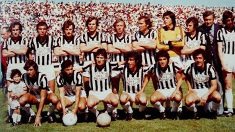 Maradona jugó en La Visera de Cemento con la camiseta de la selección argentina juvenil.