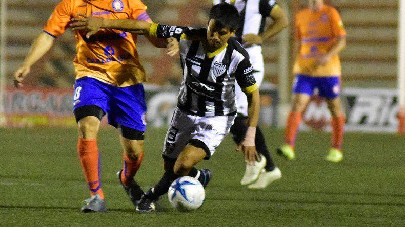 Pinto recibió un golpe en Bahía que lo obligó a salir
