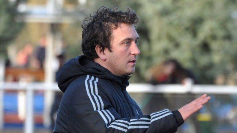 Mariano Santos es uno de los entrenadores de Alto Valle.