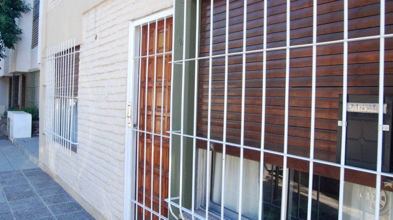 En la actualidad es muy difícil ver a los vecinos tomando mate en la vereda. La gran mayoría colocó rejas en la principal puerta de ingreso y ventanas.