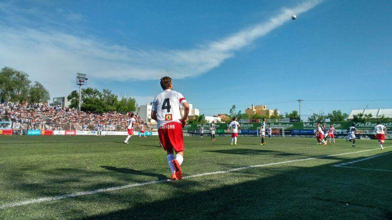 Una multitud en La Visera en el partido entre Cipo e Independiente de Neuquén.