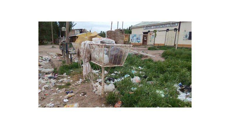 Por el barro, hay lugares que no les recolectan las basura