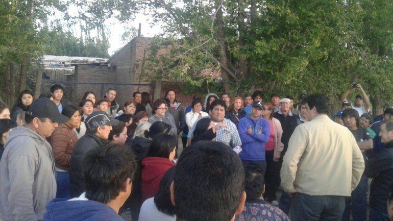 Los pobladores que se verán incomunicados por los trabajos viales dialogaron con Tortoriello y Vázquez días atrás.