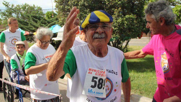 Abuelos coparon las calles con las Olimpiadas de la Tercera Edad