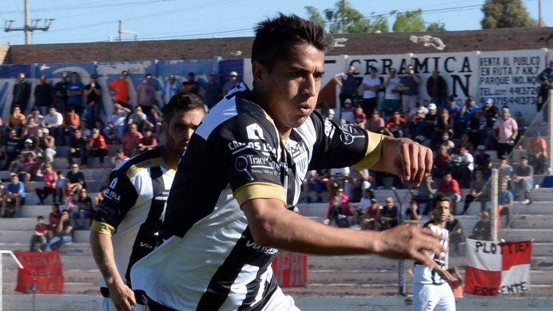 Maxi Carrasco jugará en lugar de Eduardo Vilce ante Deportivo Madryn. Su inclusión suma variantes en las jugadas con pelota parada.