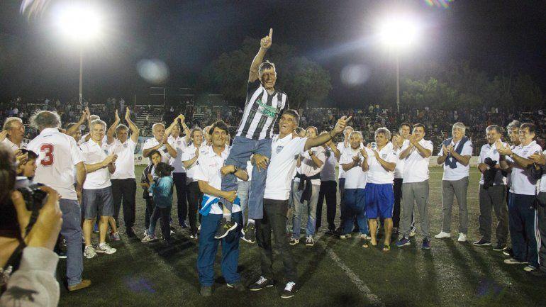 Todos reunidos en La Visera para homenajear al Gallo Fernández.