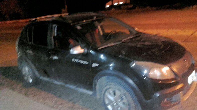 El hombre fue denunciado por golpear a su mujer y llevaba en el auto 17 ramas de marihuana.