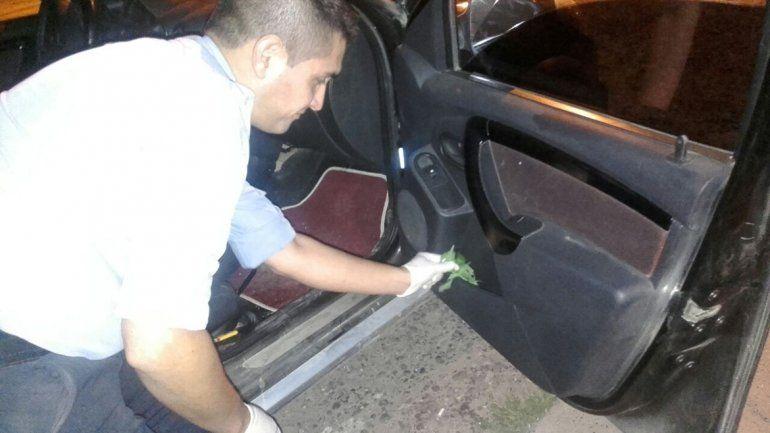 Se tiró del auto para evitar una golpiza de su pareja