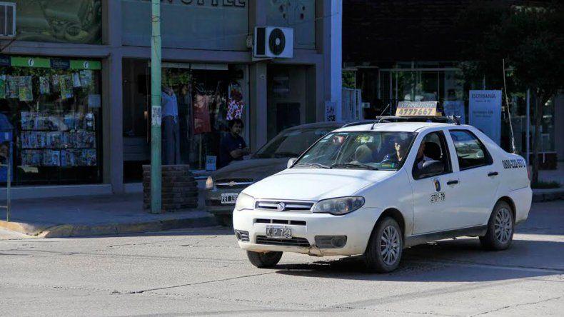Los taxistas cipoleños aguardan con expectativa el incremento que fijará el gobierno municipal. Se espera impactar lo menos posible en los bolsillos.