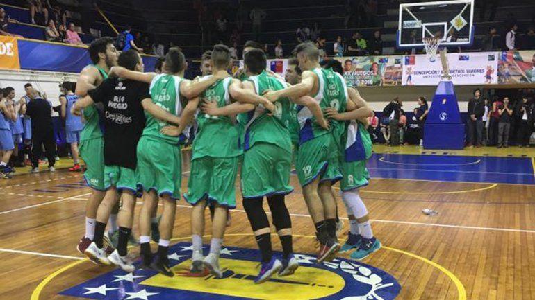 El básquet masculino le ganó con altura la final a La Pampa.
