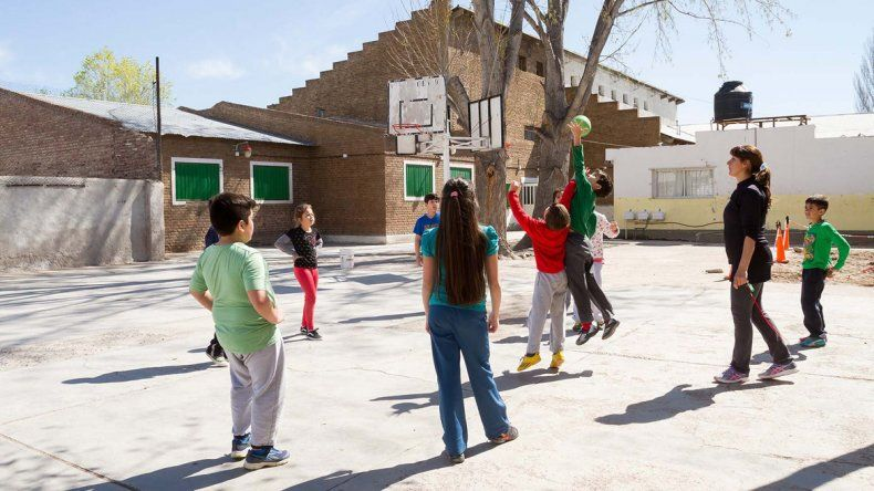 Ir a la escuela y educación física son las únicas actividades. Al llegar a casa