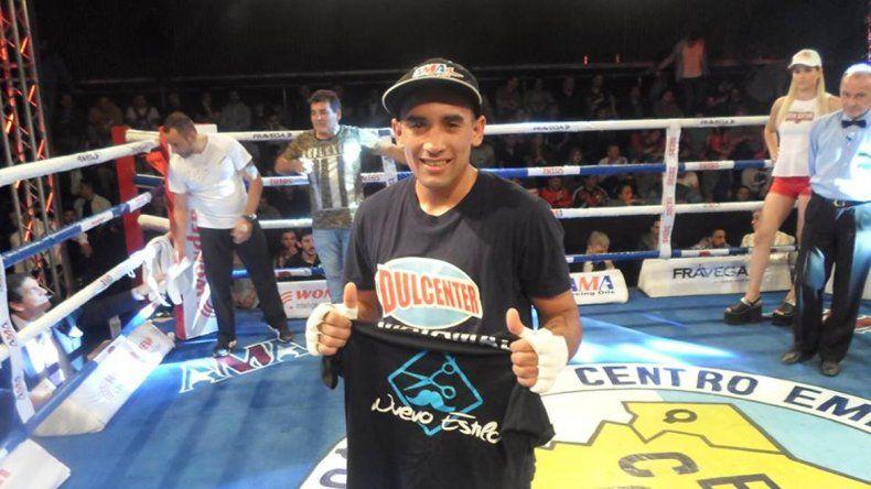 Matamala ganó con claridad su pelea de semifondo contra Torres en Quilmes.