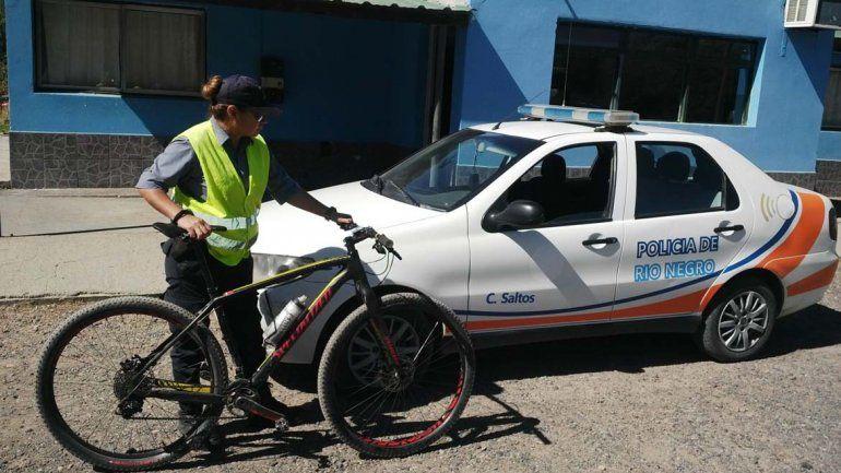 Le robaron la bici y se los encontró en la comisaría