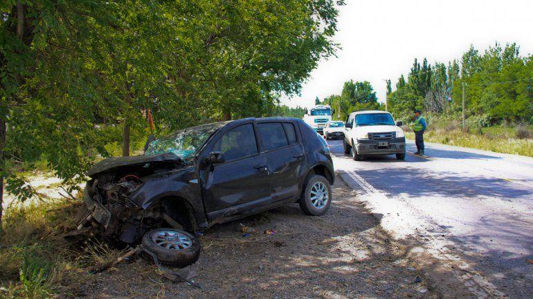 El Renault Sandero terminó con importantes daños en su estructura.