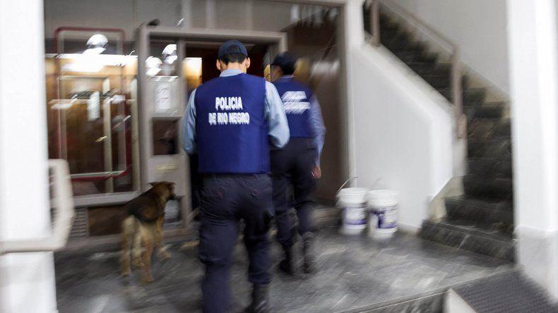 Un policía rionegrino protagonizó el violento procedimiento.