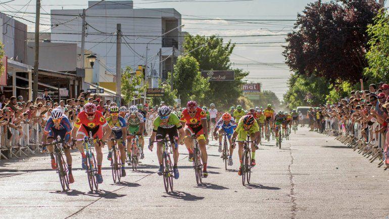 Borrajo le ganó con el último aliento la primera etapa a Clavero. El duelo de equipos ya se puso en marcha en la Vuelta.