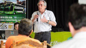 Juan María Traverso dio una charla de seguridad vial en el Club Cipolletti.