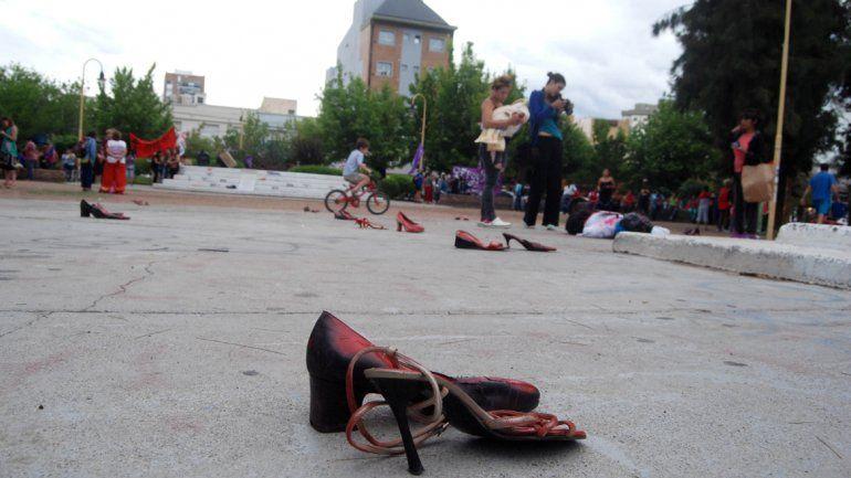 Cipolletti se sumó a las actividades contra la violencia en la plaza de la Justicia.