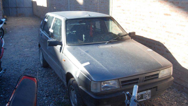 El Fiat Uno en que se movilizaban los sospechosos fue secuestrado y trasladado hasta la Subcomisaría 79ª.