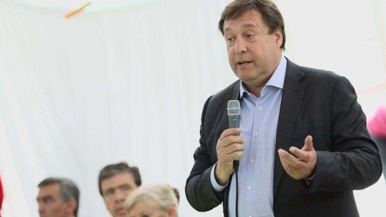 El gobernador criticó duramente a Edersa y denunció extorsiones.