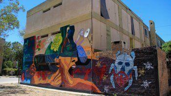 Los murales contra la violencia de género coparon las paredes de una gran cantidad de barrios de la zona norte de Cipolletti.