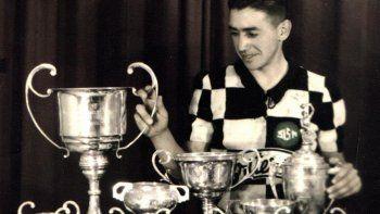Oses con su colección de trofeos de la Vuelta. Se fue el más ganador.