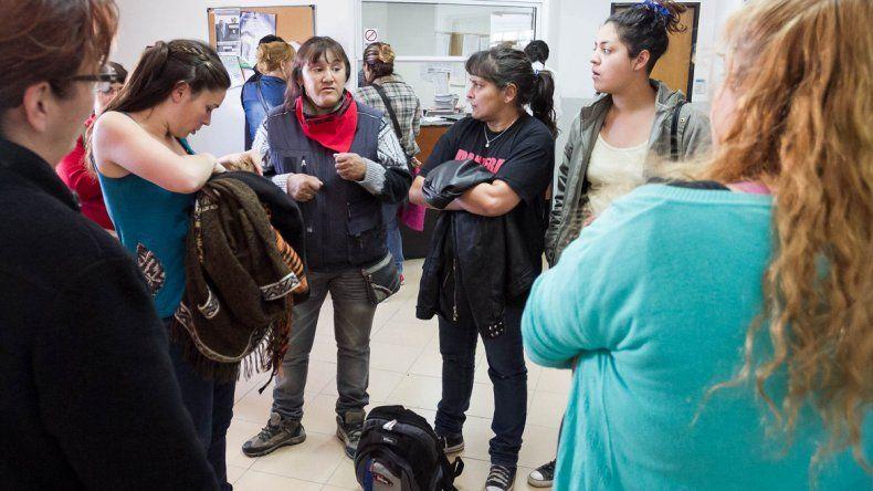Calderón acompaña a los familiares de víctimas de abusos.