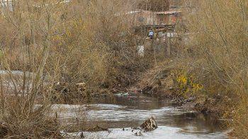 Bajo caudal y contaminación en el río Neuquén