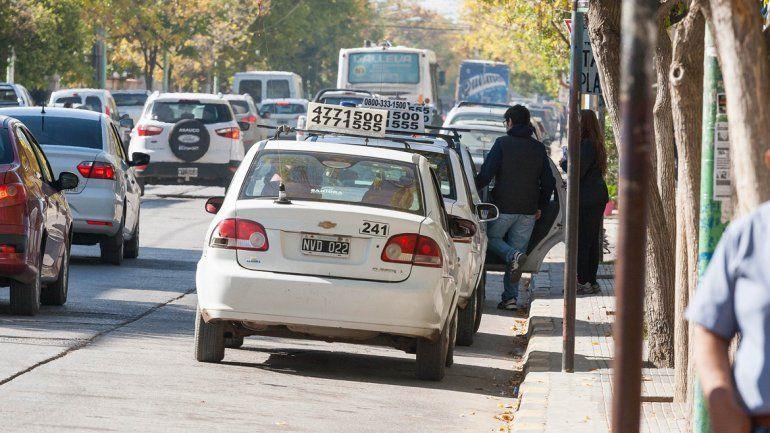 Taxistas meten presión para conseguir una suba del 18%