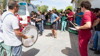 Los trabajadores se movilizaron en la puerta del hospital cipoleño.