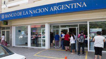 El ex empleado de la sucursal cipoleña del Nación sacó un préstamo a nombre de una clienta y también utilizó tarjetas de crédito adicionales apócrifas.