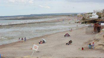 Muchos visitantes fueron a acondicionar sus casas de alquiler y se mantuvieron lejos de las playas.