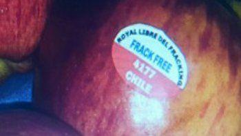 Las manzanas chilenas llevan un sello que alude al fracking.