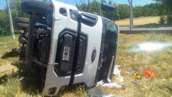 El conductor del camión quedó atrapado en la cabina con heridas.