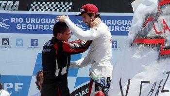 Urcera, último ganador, saludando a Ortelli, que fue el campeón.