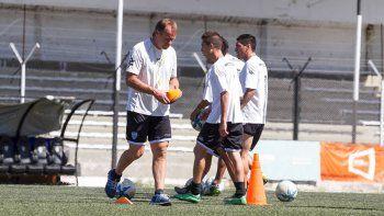Homann mete mano por las suspensiones. Ávila-Carrasco será la dupla de mediocampistas centrales en un equipo muy ofensivo.