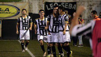 Matias Sosa convirtió el gol de la victoria para el Albinegro