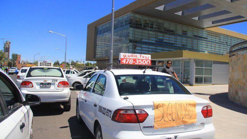Los tacheros de Cipolletti y Neuquén piden más seguridad para su trabajo