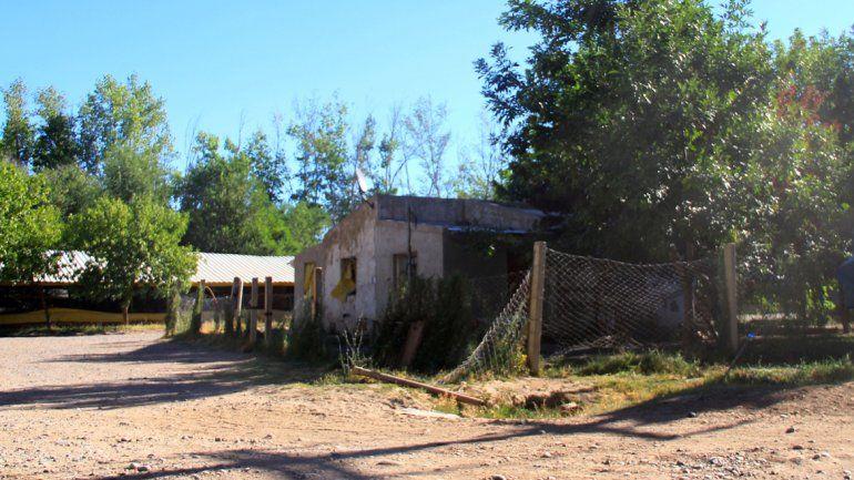 La chacra queda en la zona noreste de la ciudad. Los denunciantes llegaron en mayo desde Tucumán.