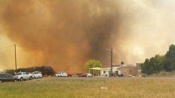 Defensa Civil coordina estrategias contra incendio en Belisle