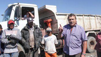 El secretario de Servicios Públicos, Jorge Ulovec, fue al basural y les prometió a los recicladores que seguirán trabajando.